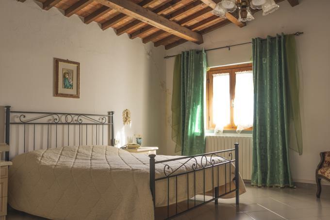 rustico-di-charme-panoramicissimo-4-camere-in-vendita-toscana-vicino-san-gimignano