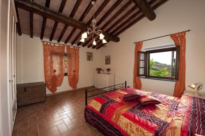 camera-casa-padronale-villa-ottocentesca-vendita-volterra