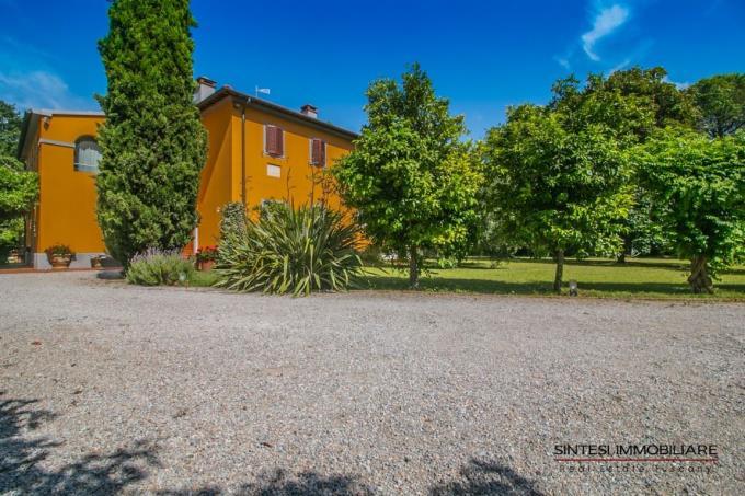 bellissima-villa-antica-con-piscina-in-vendita-in-toscana-livorno-golfo-baratti
