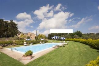 rustic restored farmhouse countryhouse with pool for sale in Tuscany Volterra countryside