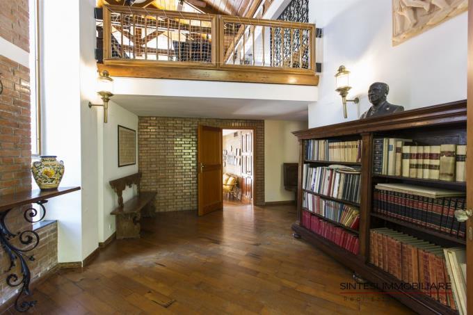 biblioteca-villa-vendita-spiaggia-toscana-castiglioncello