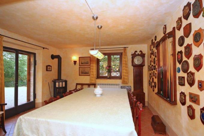sala-biliardo-esclusivo-casale-in-pietra-in-vendita-toscana-valdicornia-suvereto