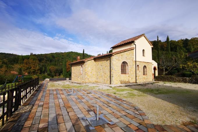 borgo-con-piscina-due-casali-in-vendita-toscana-tra-suvereto-e-castagneto-carducci