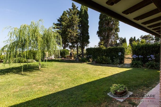 luminoso-giardino-villa-lusso-vendita-toscana-cecina-marina