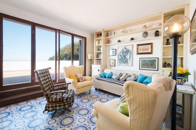 salone-appartamento-sulla-spiaggia-in-vendita-toscana-castiglioncello