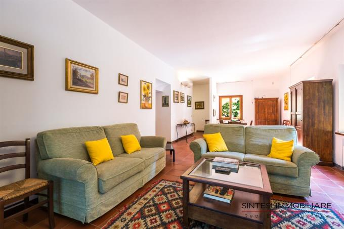 salone-principale-villa-con-piscina-vendita-toscana-pisa