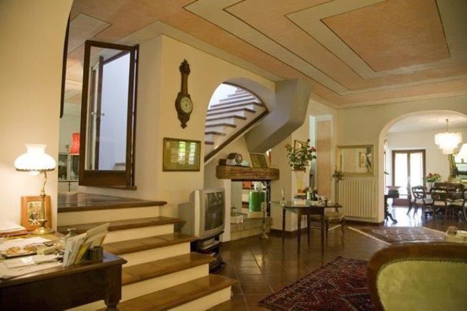 luminosa-sala-casale-di-prestigio-in-vendita-toscana-costa-livorno