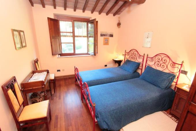 camera-antico-casale-in-vendita-toscana-pisa-palaia