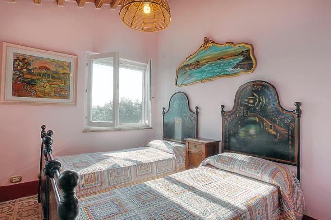 camera-autentico-casale-con-vista-mare-in-vendita-toscana-livorno-costa