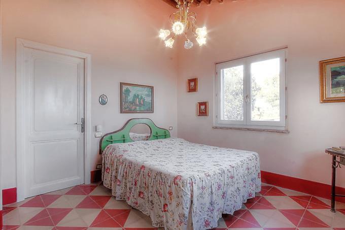 camera-casale-con-bellissima-vista-mare-in-vendita-toscana-costa-livorno