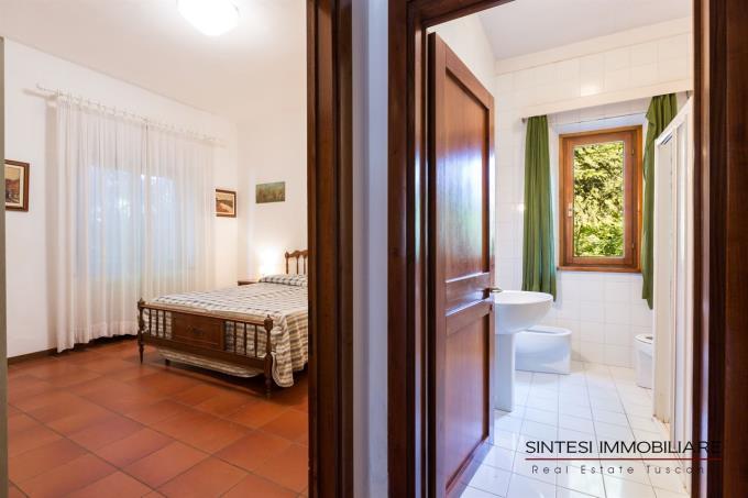 camera-con-bagno-prestigiosa-villa-vendita-toscana-pisa