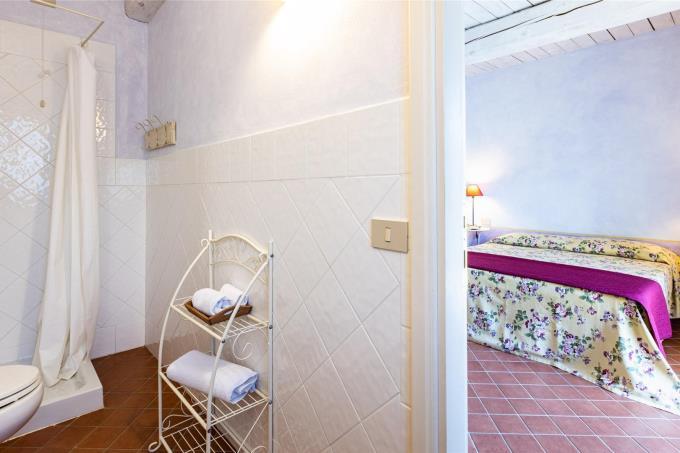camera-con-bagno-privato-prestigiosa-villa-in-vendita-toscana-val-di-cornia-suvereto