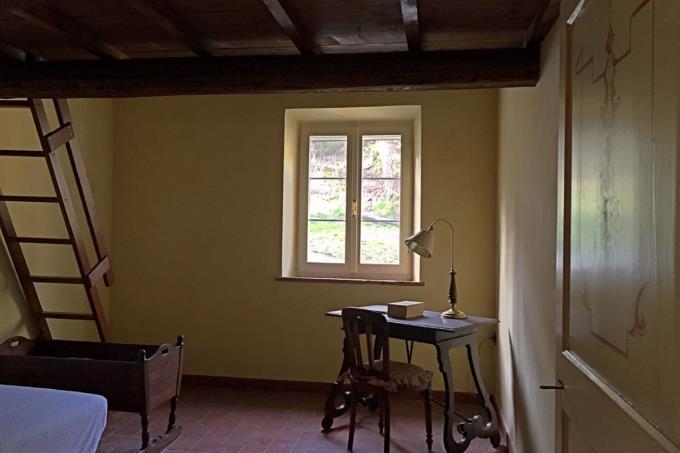 camera-con-soppalco-autentico-rustico-casale-in-vendita-toscana-pisa-chianni