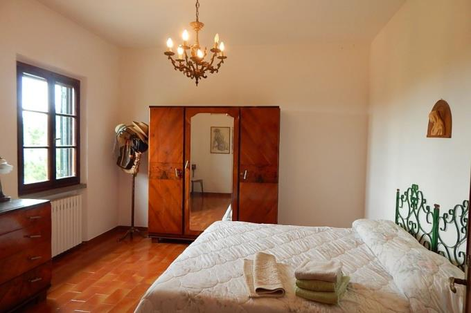 camera-incantevole-villa-in-vendita-toscana-bolgheri