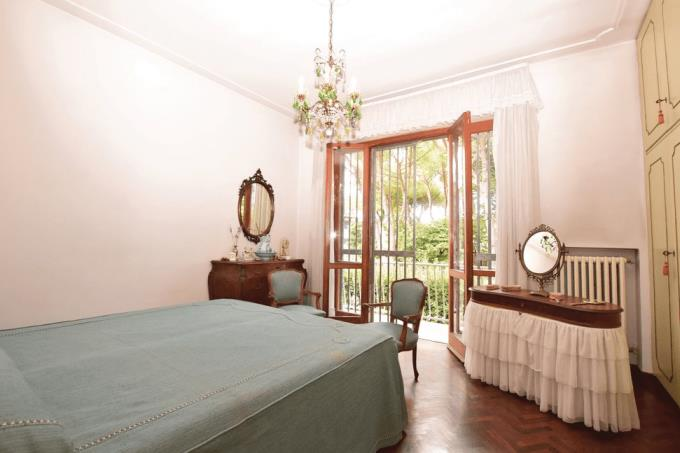 camera-padronale-bellissima-villa-in-vendita-toscana-lucca-lido-di-camaiore