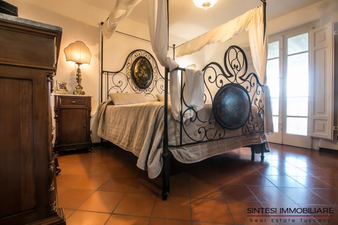 camera-padronale-con-terrazza-privata-villa-di-prestigio-in-vendita-toscana-lucca
