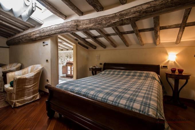 camera-padronale-ex-mulino-ottocentesco-in-vendita-toscana-forte-dei-marmi