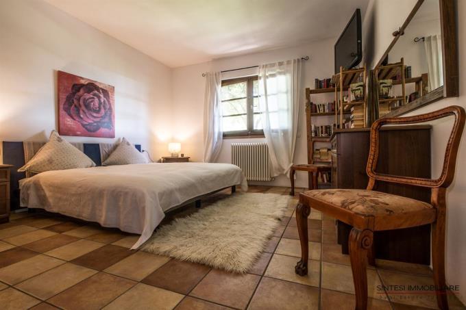 camera-padronale-incantevole-villa-in-vendita-toscana-valdicornia-castagneto-carducci