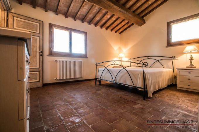 camera-padronale-villa-di-prestigio-in-vendita-toscana-costa-livorno-suvereto