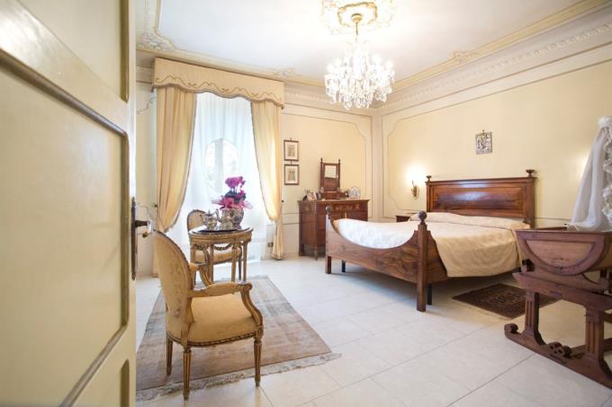 camera-padronale-villa-di-prestigio-in-vendita-umbria-spoleto