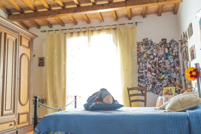camera-porzione-casale-ristrutturato-4-camere-tra-san-gimignano-e-volterra