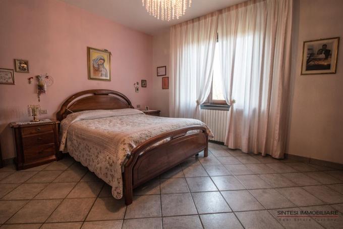camera-prestigioso-rustico-casale-con-vigneto-in-toscana-pisa-terricciola