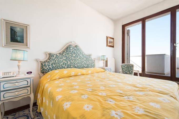 camera-principale-appartamento-esclusivo-in-vendita-toscana-castiglioncello