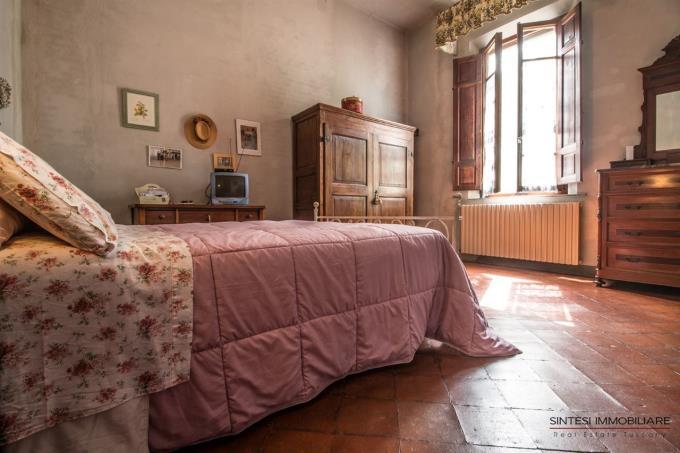 camera-principale-tenuta-con-villa-antica-in-vendita-toscana-pisa