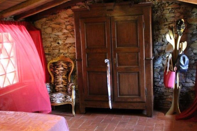 camera-rustico-pietra-vendita-toscana-pietrasanta