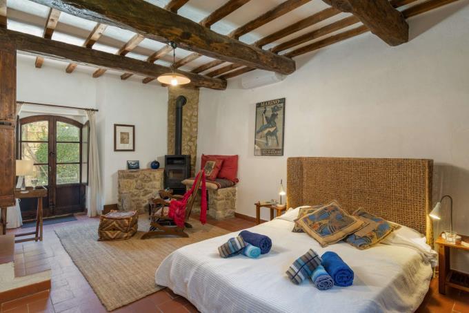 camera-storica-tenuta-con-piscina-in-vendita-toscana-valdicecina-volterra