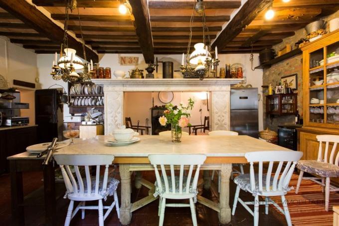 caminetto-marmo-vendita-casale-toscana-maremma