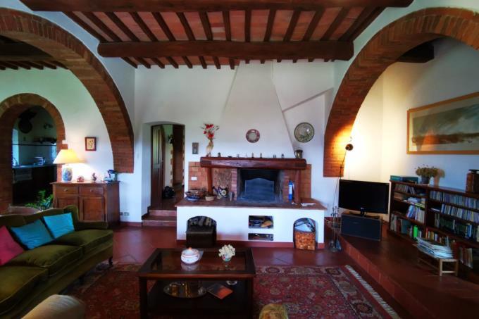 camino-originale-tenuta-prestigiosa-con-3-casali-in-vendita-toscanamaremma-scansano