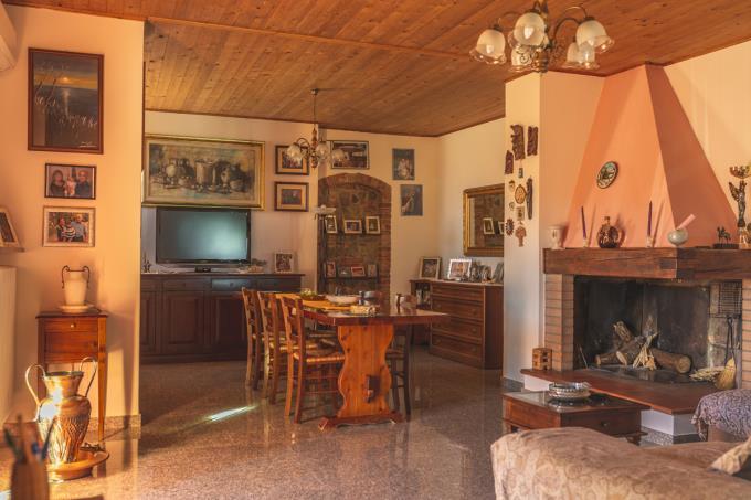camino-salone-rustico-ristrutturato-4-camere-in-vendita-toscana-firenze-gambassi-terme