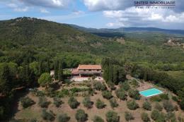Straordinaria tenuta con con piscina sfioro | oliveta | vicino mare in vendita toscana suvereto