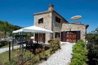 Esclusivo casale in pietra con piscina in vendita in toscana Pisa Lajatico