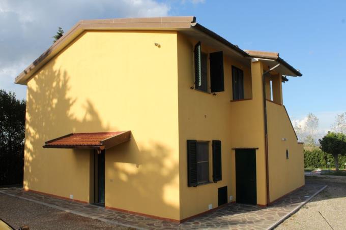 casale-ristrutturato-con-piscina-e-due-appartamenti-in-vendita-toscana-pisa-santa-luce