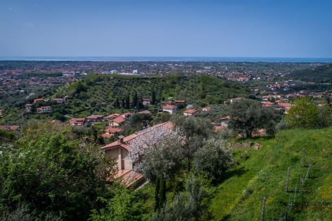 casale-ristrutturato-con-vista-sulle-5-terre-in-vendita-toscana-versilia-pietrasanta
