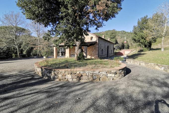 giardino-esclusivo-rustico-in-vendita-toscana-maremma-suvereto