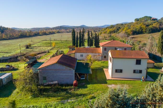 borgo-con-2-casali-9-camere-in-vendita-toscana-livorno-suvereto