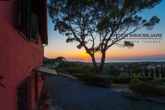 casale di lusso con piscina e vista mare mozzafiato in vendita in Toscana costa di livorno