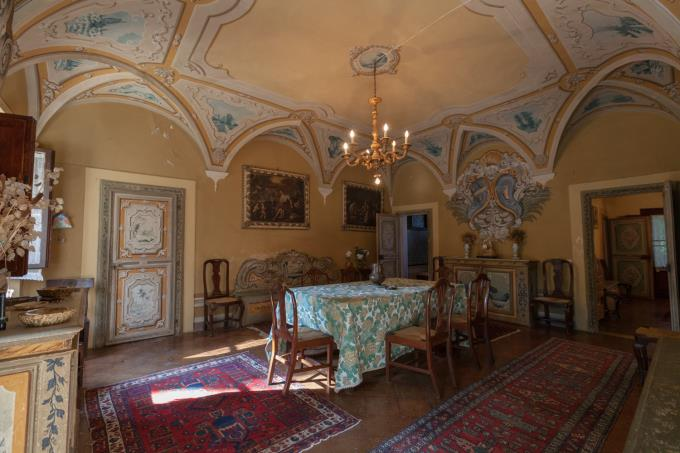 enchanting-frescoes-17th-villa-with-pool-for-sale-tuscany-pisa-volterra