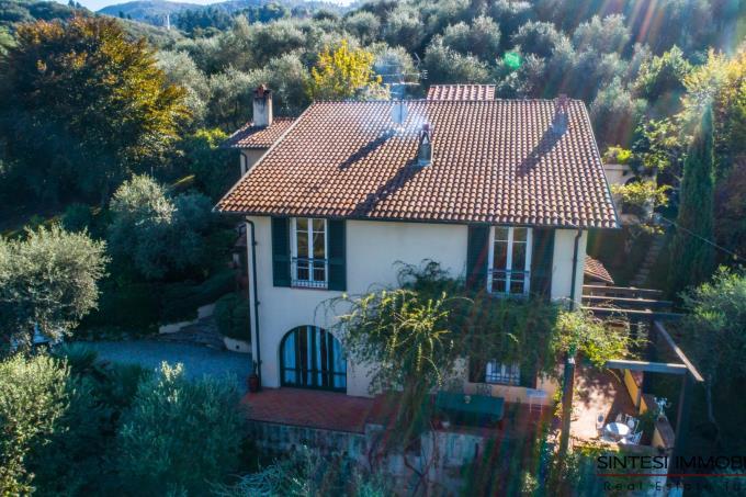 villa-di-charme-con-vista-in-vendita-toscana-versilia-Lucca
