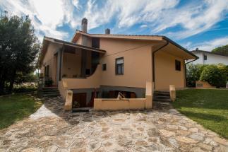 Villa di prestigio 5 camere 3 bagni in vendita nel cuore della costa Toscana quercianella
