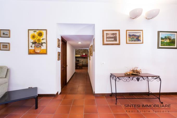 corrioio-primo-piano-villa-lusso-vendita-toscana-pisa