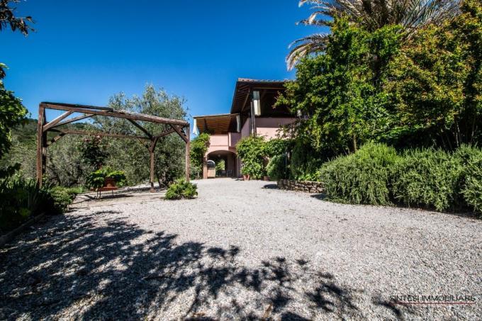 tipica-villa-con-piscina-in-vendita-toscana-livorno-castagneto-carducci
