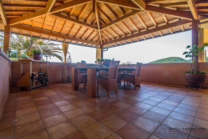 panoramica-terrazza-coperta-villa-con-piscina-in-vendita-toscana-livorno-valdicornia