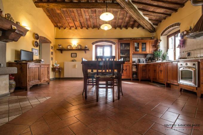 cucina-casale-abitazione-tipica-in-vendita-toscana-suvereto-golfo-baratti