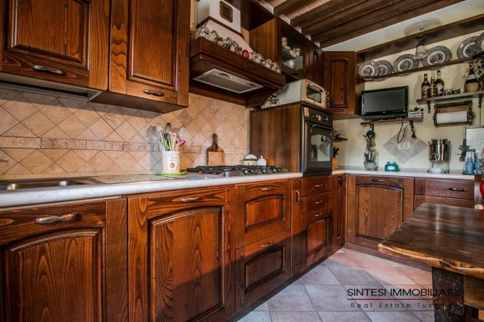 cucina-casale-di-prestigio-in-vendita-toscana-livorno-suvereto