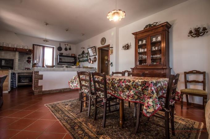 cucina-casale-tipico-in-con-15-ettari-in-vendita-toscana-castagneto-carducci