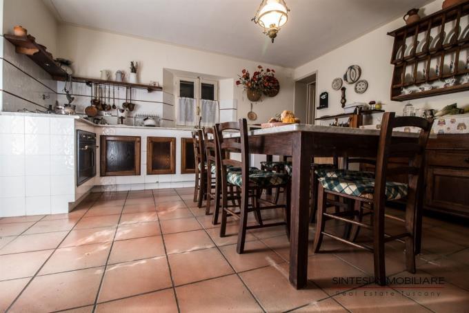 cucina-esclusiva-villa-di-campagna-in-vendita-toscana-pisa-lari